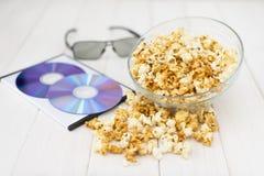 Popcorn και δίσκοι και τρισδιάστατα γυαλιά Στοκ Φωτογραφία
