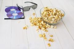 Popcorn και δίσκοι και τρισδιάστατα γυαλιά Στοκ φωτογραφίες με δικαίωμα ελεύθερης χρήσης