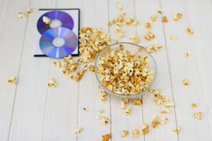 Popcorn και δίσκοι και τρισδιάστατα γυαλιά Στοκ εικόνα με δικαίωμα ελεύθερης χρήσης