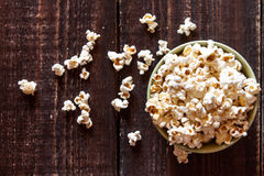 Popcorn σε ένα κύπελλο Στοκ Φωτογραφία