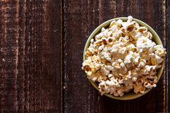 Popcorn σε ένα κύπελλο Στοκ Φωτογραφίες