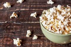 Popcorn σε ένα κύπελλο Στοκ εικόνα με δικαίωμα ελεύθερης χρήσης