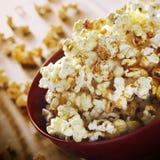 Popcorn στη φωτογραφία κύπελλων στοκ φωτογραφίες