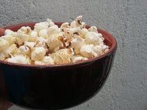 Popcorn στο φλυτζάνι στοκ φωτογραφία με δικαίωμα ελεύθερης χρήσης