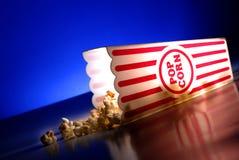 Popcorn ai film immagine stock