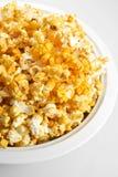 Popcorn aromatizzato formaggio Immagini Stock Libere da Diritti