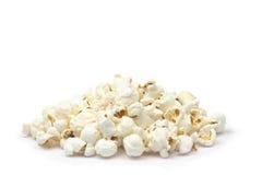 Popcorn auf dem weißen Hintergrund Stockbilder