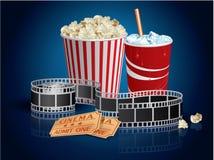 Popcorn, bevanda e filmstrip Fotografia Stock Libera da Diritti