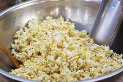 Popcorn a caramel coated in a bowl. Royalty Free Stock Photos