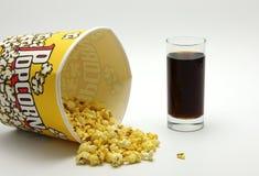 Popcorn, cola och ask Royaltyfria Bilder