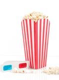 Popcorn con i vetri di film Fotografia Stock