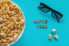 Popcorn, de verre en 3D glazen van TV tekst Stock Fotografie