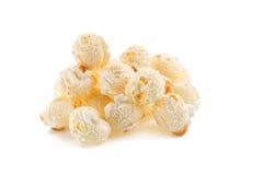 popcorn del primo piano isolato su un fondo bianco Fotografia Stock