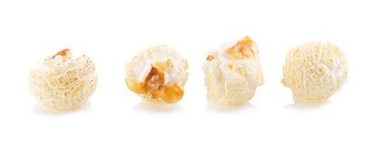 popcorn del primo piano su un fondo bianco Fotografia Stock Libera da Diritti