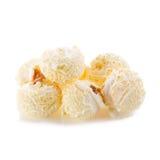 popcorn del primo piano su un fondo bianco Fotografia Stock