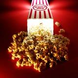 Popcorn an den Filmen Lizenzfreie Stockfotos