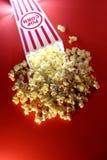 Popcorn an den Filmen Lizenzfreies Stockfoto