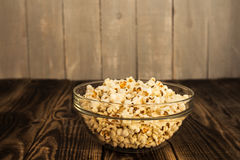 Popcorn in der Schüssel Stockfotografie