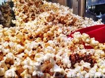 Popcorn di recente schioccato Immagini Stock Libere da Diritti
