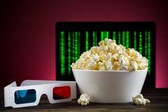 Popcorn e vetri 3D Fotografia Stock