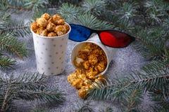 Popcorn e vetri 3d in decorazione di natale Immagine Stock Libera da Diritti