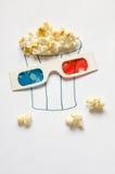 Popcorn e vetri di vetro 3D. Fotografie Stock