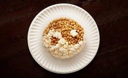 Popcorn ed arachide, yin yang nigeriano fotografia stock libera da diritti