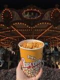 Popcorn in einem Vergnügungspark stockbild