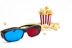 Popcorn en 3D glazen Stock Afbeelding