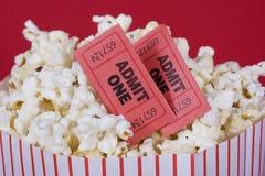 Popcorn en kaartjes Stock Foto