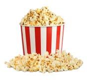 Popcorn i ask med preventivpilleren som isoleras på vit Royaltyfri Bild