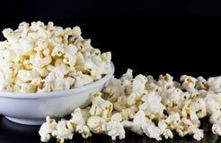Popcorn i bunke Royaltyfria Bilder