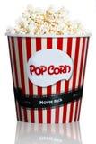 Popcorn i den röda randiga kartongen för bio Royaltyfria Bilder