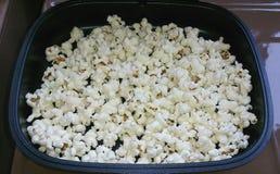 Popcorn i panna Royaltyfri Foto