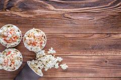 Popcorn i pappers- koppar Royaltyfria Foton