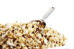 Popcorn i skopa fotografering för bildbyråer