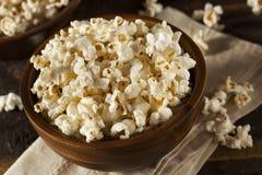 Popcorn imburrato sano con sale Fotografia Stock Libera da Diritti