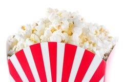Popcorn inom förpacka gjorde randig isolerat Royaltyfri Bild
