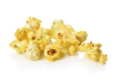 Popcorn isolato sui precedenti bianchi Fotografie Stock Libere da Diritti