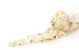 Popcorn lief einen Teller über Stockfotos