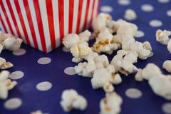 Popcorn med 4th det juli temat Royaltyfri Bild