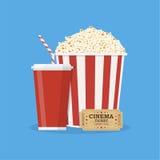 Popcorn met kop van soda en bioskoopkaartje Stock Foto