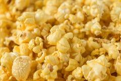 Popcorn nella fine sulla vista per fondo Immagini Stock