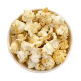 Popcorn op de witte achtergrond Stock Afbeeldingen