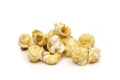 Popcorn op de witte achtergrond Stock Foto's