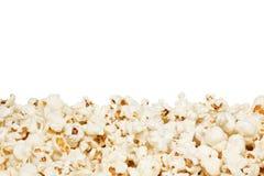 Popcorn, op de witte achtergrond wordt geïsoleerd die Stock Foto