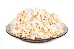 Popcorn op een plaat royalty-vrije stock afbeeldingen