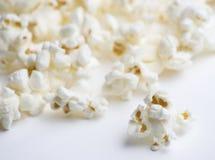 Popcorn op Wit Royalty-vrije Stock Afbeelding