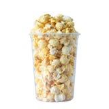 Popcorn in plastic geïsoleerde container Stock Fotografie