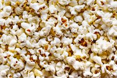 Popcorn salato sparso, fondo di struttura Fotografie Stock